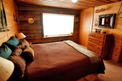 Main Floor Bedroom With Queen Bed Chisum Lodge