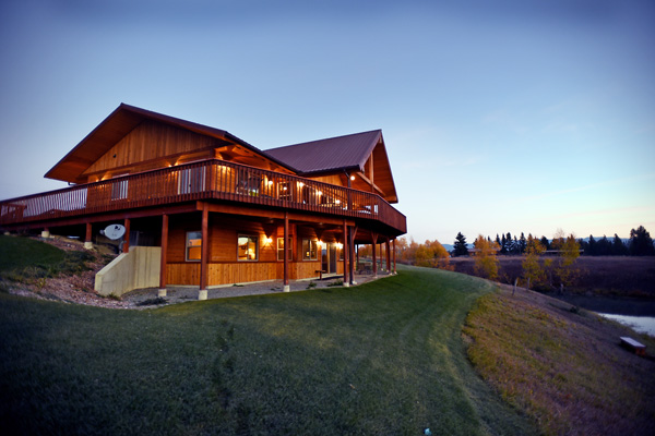 Exterior of River View Lodge in Whitefish