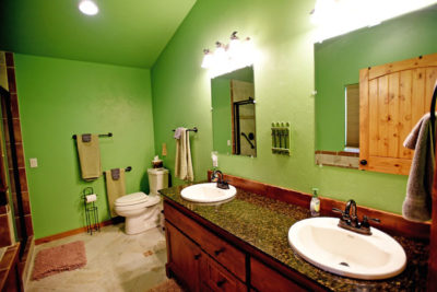 Master Bathroom in the River View Lodge