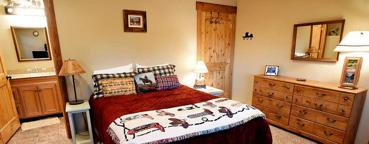 Queen Bedroom with Private Bath at River View Lodge